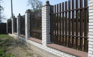Забор из штакетника - это современный вариант заборного ограждения,