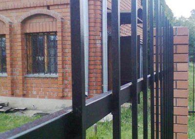 забор металлический из трубы