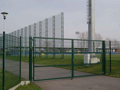 комплексный монтаж заграждающих уже спроектированных типовых конструкций для спортивных сооружений