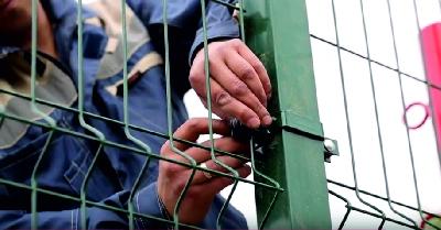 Мы строим ограждения (заборы) для спортивных площадок в Киеве и Киевской области.