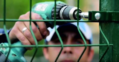 Монтаж ограждения для спортивных площадок в Киеве, Украине