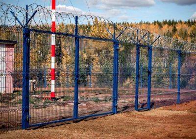 Ворота с колючей проволокой для предприятий