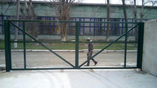 vorota iz setki 600x338 - Ворота распашные 2,5х2,03 м/ППЛ