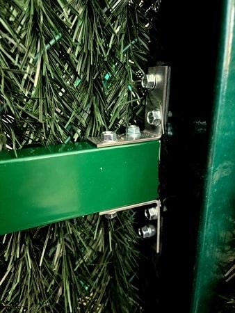 Столб для монтажа зелёного забора